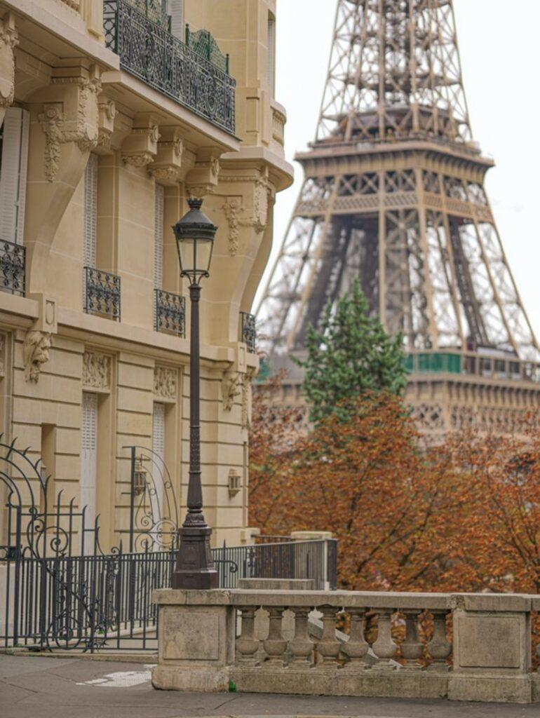 Avenue de Camoens w Paryżu. Najpiękniejsze perspektywy wieży Eiffla.