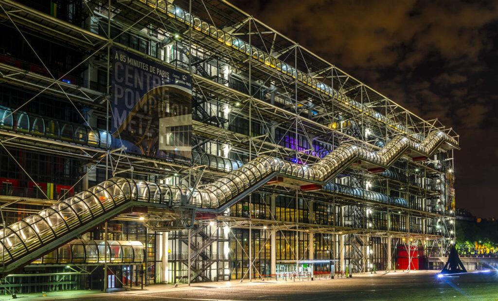 Centrum Pompidou w Paryżu nocą