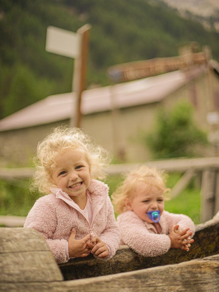 dziecko na szlaku wloskie alpy z dziecmi