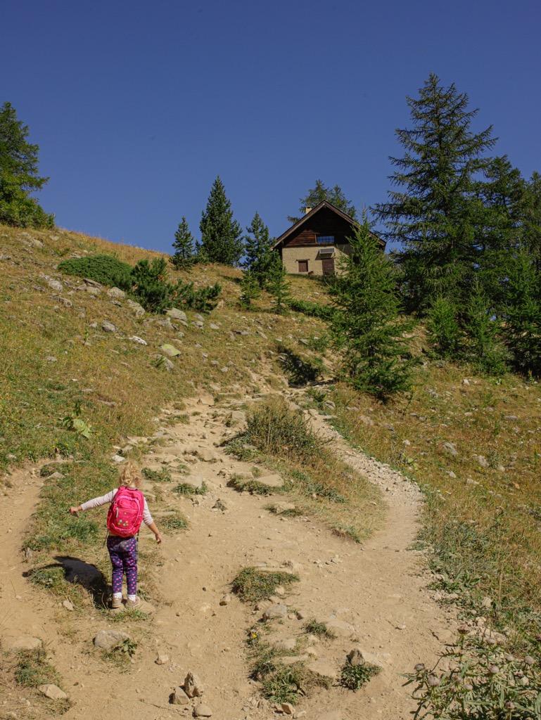 dziecko w gorach gdzie w gory we wloszech z dzieckiem
