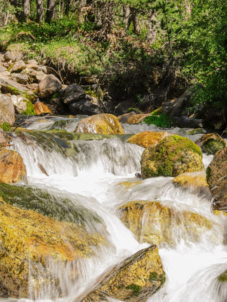 gorski wodospad co zwiedzic w piemoncie