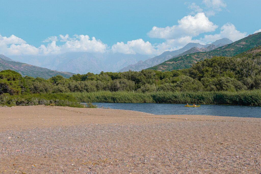 korsyka plaze na polnocy wyspy rzeka fango kajaki