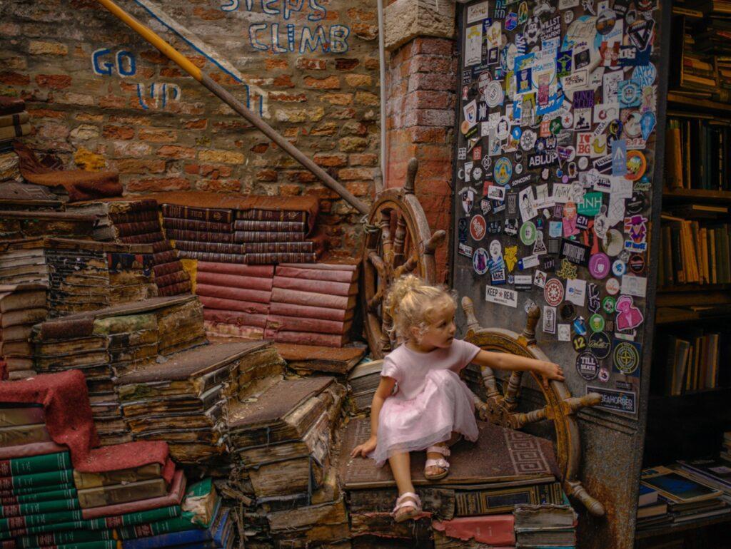 ksiegarnia w wenecji libreria acqua alta wenecja