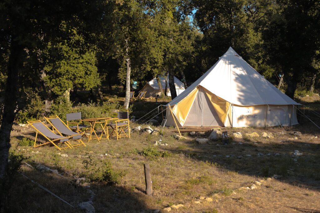 Luksusowy kemping w Prowansji. Namiot Nomad.