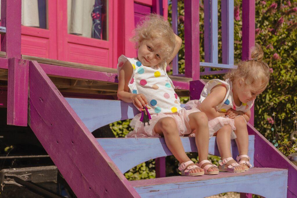 R贸偶owa karawana. Dzieci na wakacjach w Prowansji.