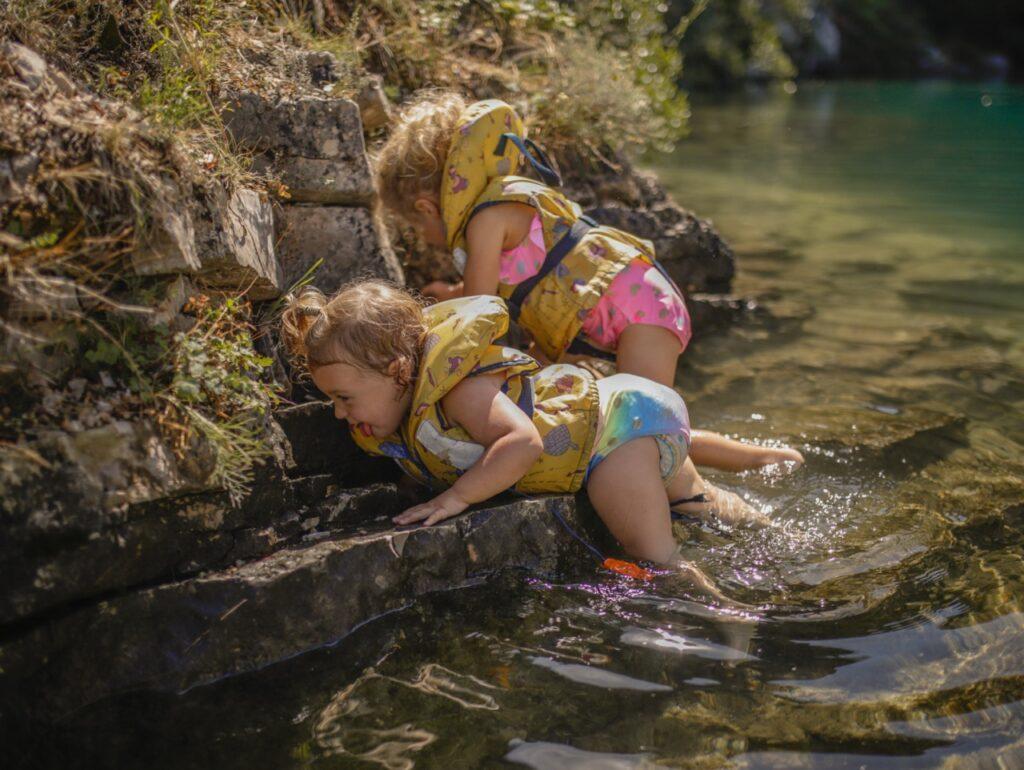 Zabawy w wodzie w Kanionie Verdon.