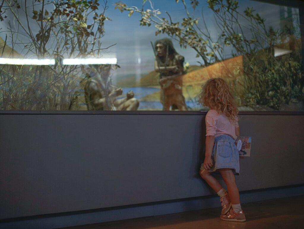 Muzeum Prehistorii w Prowansji. Wystawa ukazuj膮ca 偶ycie ludzi prehistorycznych.