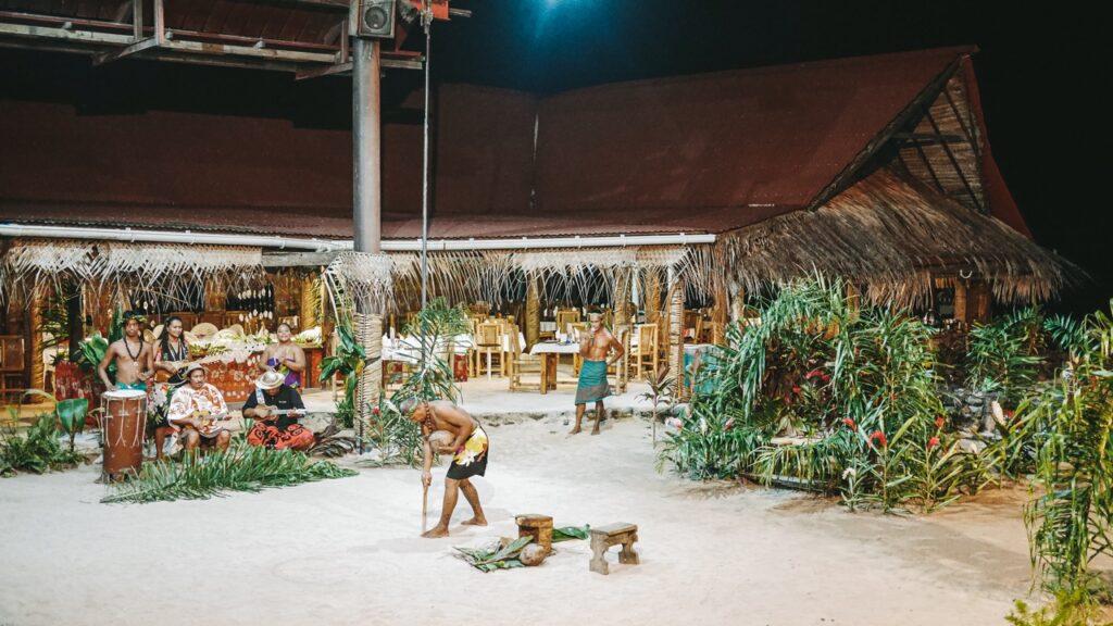 Skansen Tiki Village w Polinezji Francuskiej