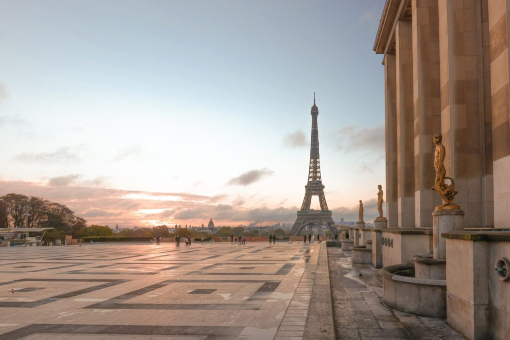 Trocadero i widok na wieżę Eiffla. Najpiękniejsze widoki na wieżę Eiffla.