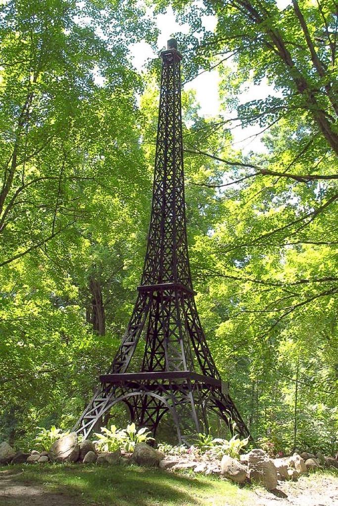 Wieża Eiffla w Michigan.