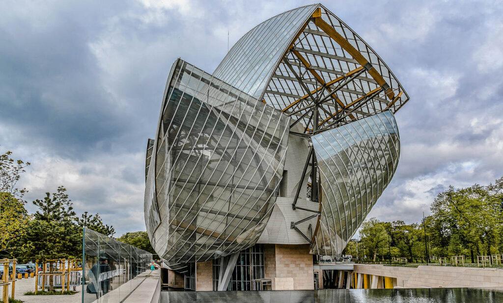 Zwiedzanie Fundacji Louis Vuitton